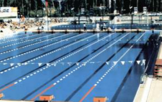 Müsabaka için hazırlanmış 8 kulvarlı, açık olimpik yüzme havuzu : 50 x 25 metre,